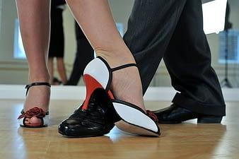 couple feet dancing